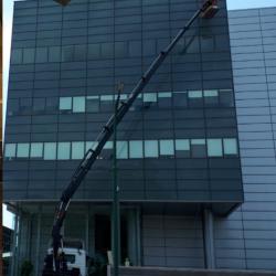 ניקוי חלונות לבניין משרדים